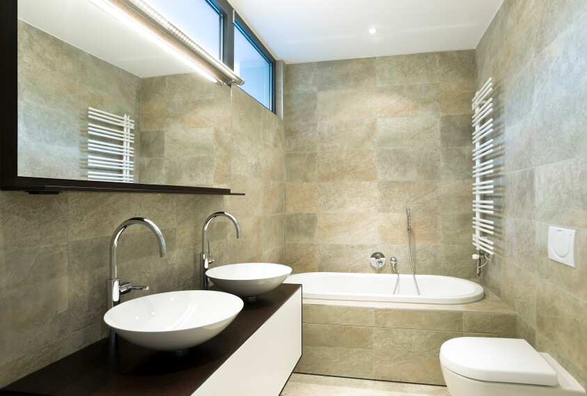 5 brilliant small bathroom layouts that work in any home - Distributeur savon salle de bain ...