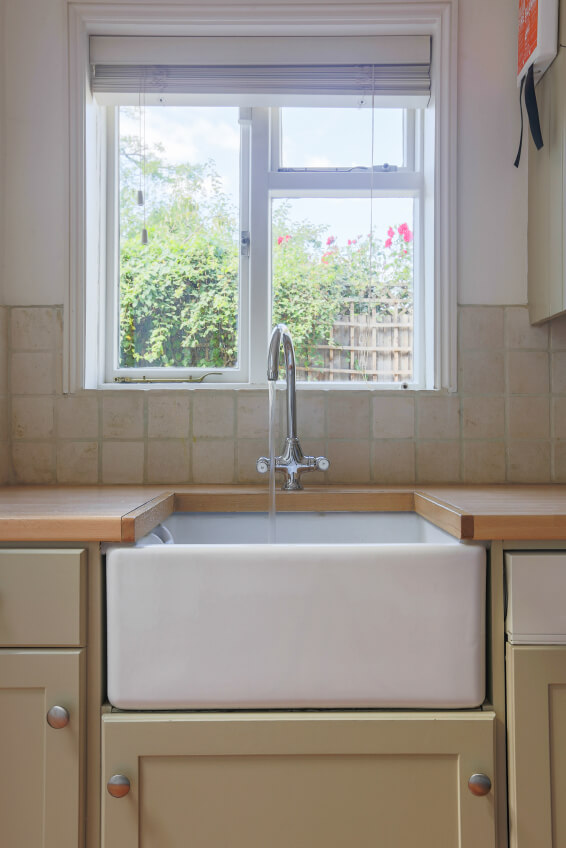 Gorgeous single-basin farmhouse sink.