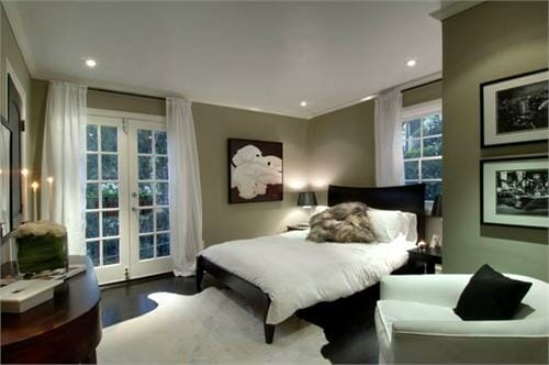 5 times white curtains totally stole the show modernize. Black Bedroom Furniture Sets. Home Design Ideas