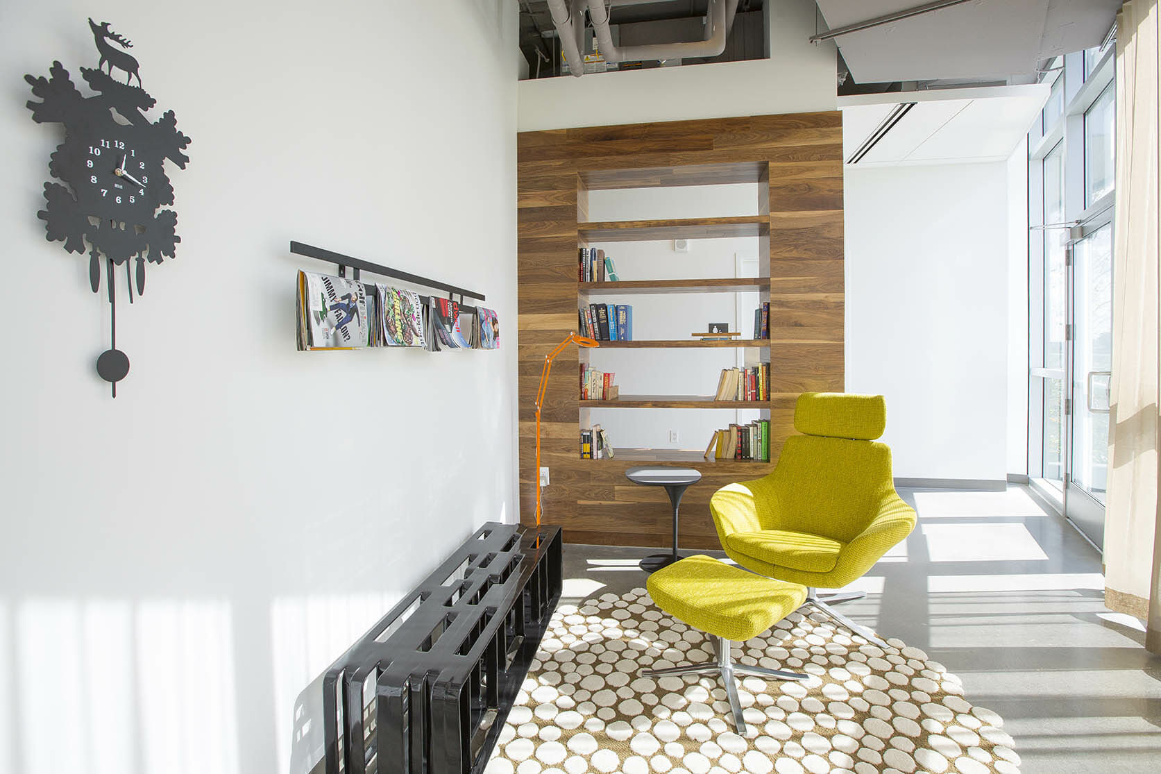 Cozy reading nook in modern living room via RENTCafe
