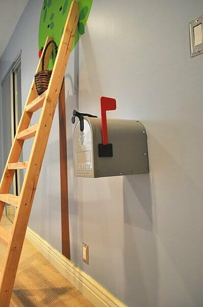 playroom-mailbox
