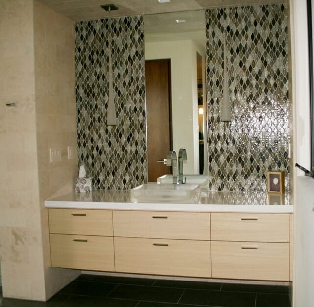 diamond-tile-bathroom