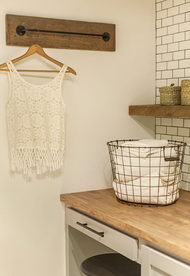 12 fresh ideas for a functional laundry room modernize for Pictures to hang in room