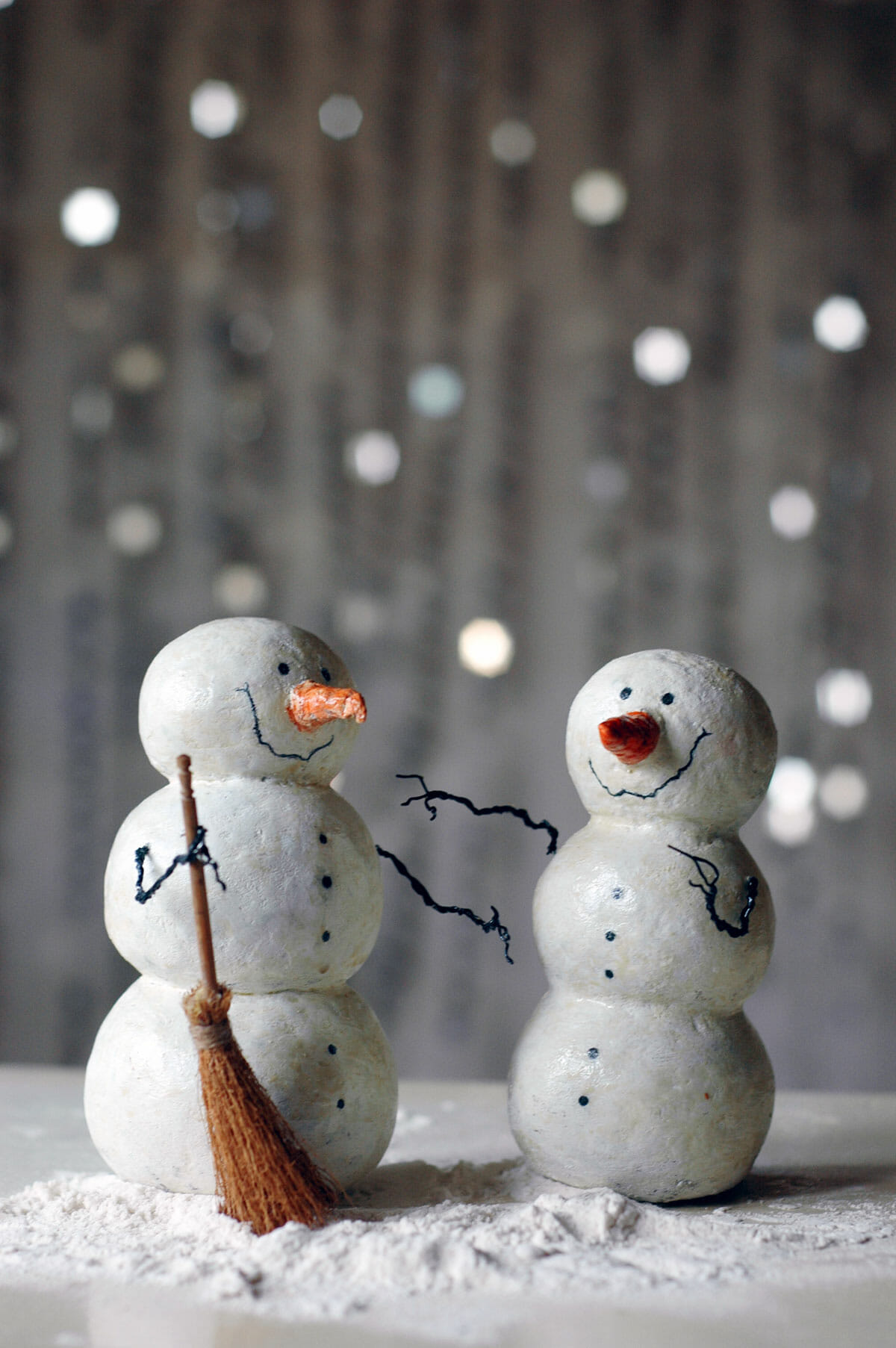 Make a snowman out of things other than snow modernize for Things made out of paper mache