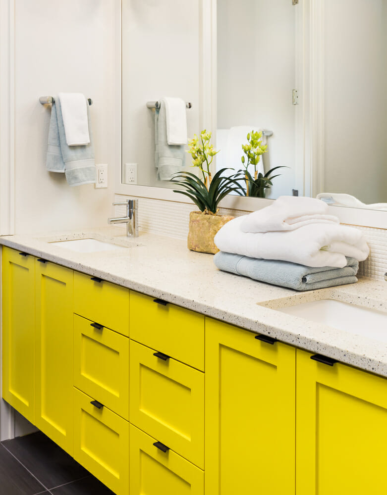 Yellow bathroom DIY
