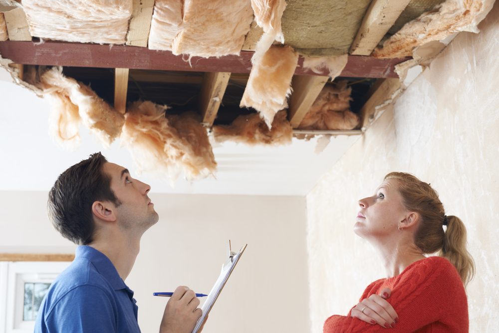 Contractor-inspecting-roof-damage