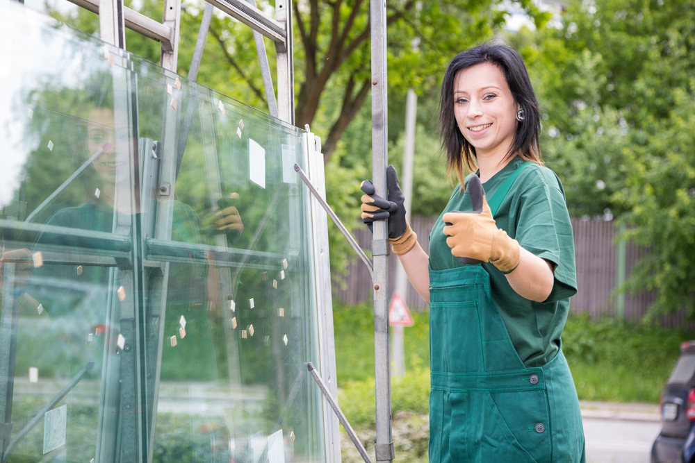 Woman Female WIndow Repair Contractor