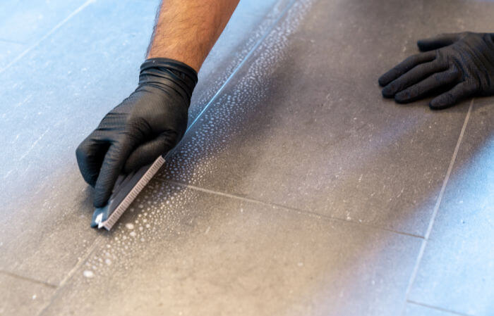 cleaning-tile-grout